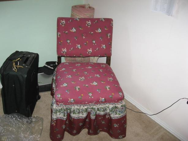 Old Fashioned Bedroom Chair With Skirt