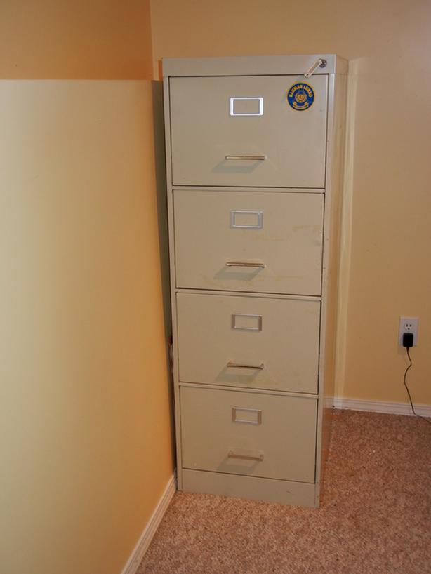 4 drawer filing c abinet - grey