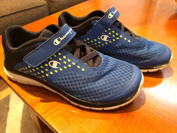 2de71498d6cb3 boys Champion sneakers in size 4. East Regina