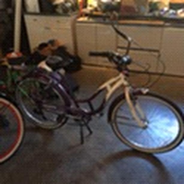 Schwinn cruiser bike Central Saanich, Victoria