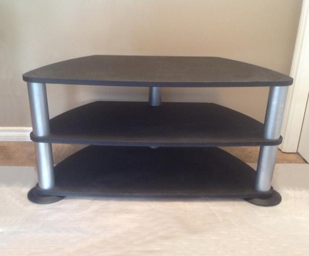 Basic TV stand / stereo stand