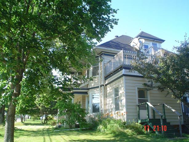 Large income property/B&B or family home. **$5000 cash back**