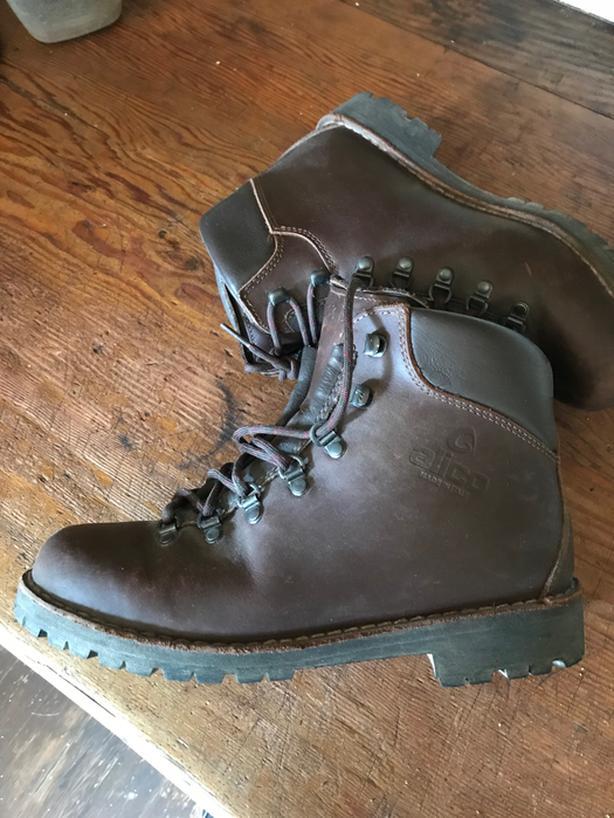 d9d0909ddf9 Men's Alico Leather Hiking Boots Size 9 1/2 Victoria City, Victoria