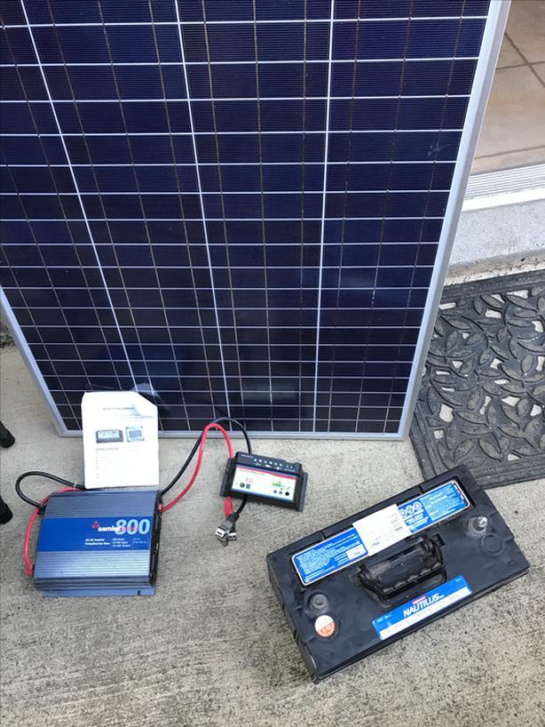 100 Watt Solar Panel kit Victoria City, Victoria