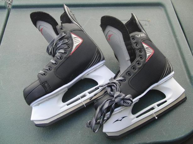 New Mens' Skates (US Size 8)