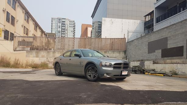 ** 2006 Dodge Charger SXT - Graphite Edition - Low Kms.