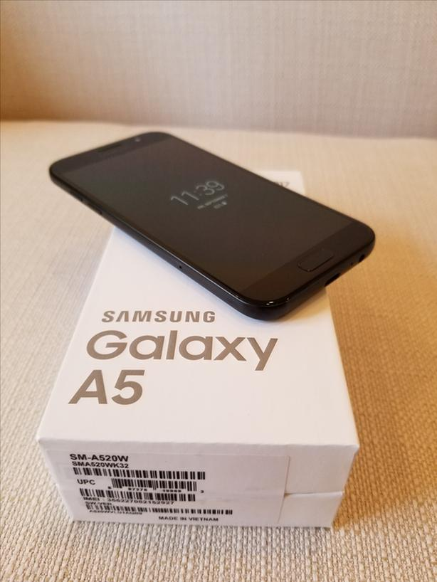 **Mint ~ (10/10)** Samsung Galaxy A5 - 2017 !! SALE !!