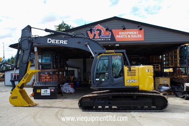 John Deere 225D LC Excavator