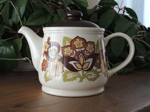 Vintage Sadler tea pot, as new