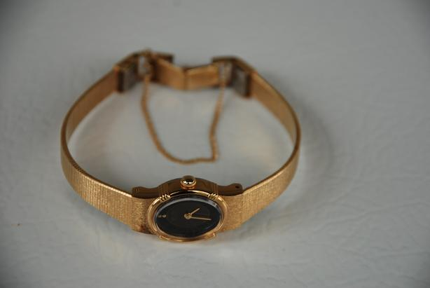 Working Vintage Seiko Watch (women's, gold with black face, safety chain)