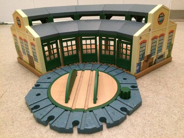 Enjoyable Log In Needed 35 Thomas The Train Roundhouse Turntable Home Remodeling Inspirations Genioncuboardxyz