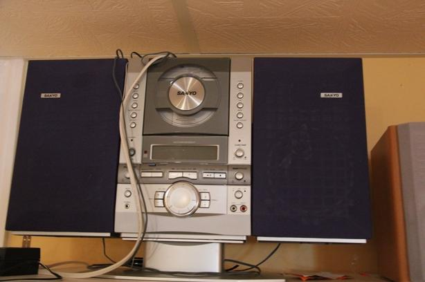 Sanyo CD player and AM/FM system