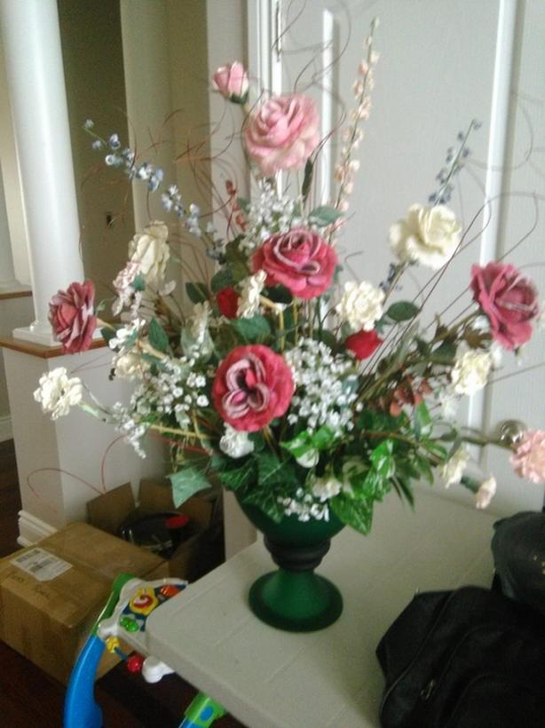 Flower arrangement with vase