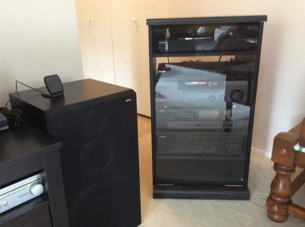 Home Stereo System With Cabinet (no Speakers)