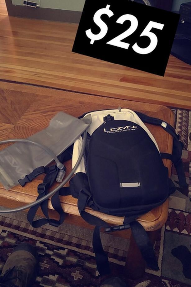 Lyzne Camel bag and backpack