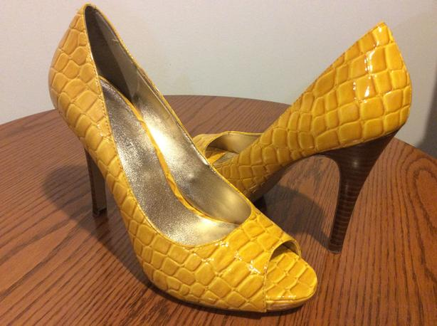 Nine West yellow 7
