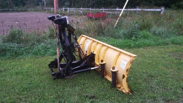 FISHER SNOW PLOW WITH QUICK ATTACH ALL INCL / PELLE A NEIGE FISHER QUICK ATTACH