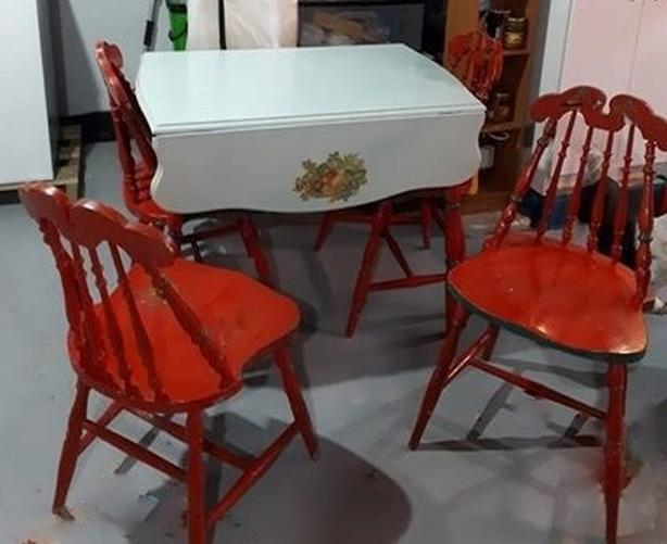 Sturdy Kitchen Table and 4 Chairs