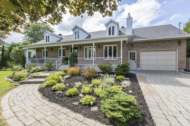 Beautiful 5 Bed 3 Bath Bungalow in Emburn!