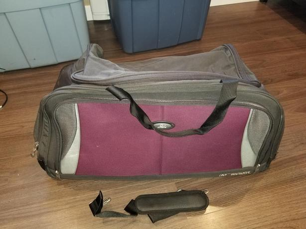 da50a3425e No Weight Large Duffle Bag on Wheels Central Saanich