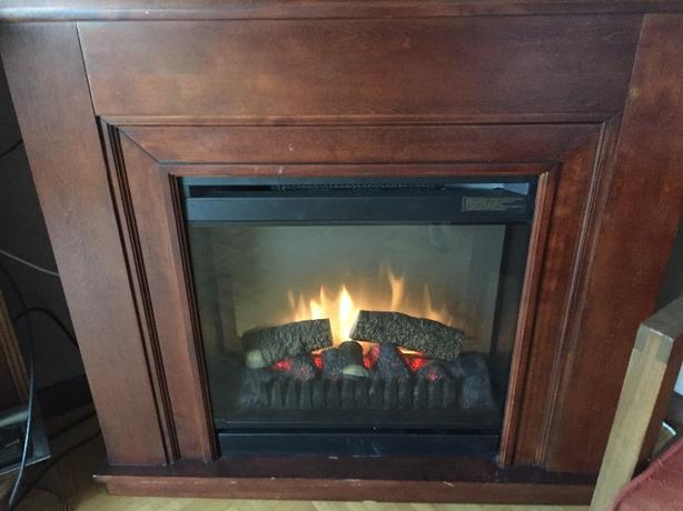 Astounding Electric Fireplace With Cherry Wood Mantle Euc Corner Unit Home Interior And Landscaping Oversignezvosmurscom