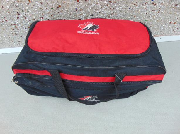 a5ce456c167 Hockey Bag Youth Size Team Canada On Wheels Red Black All Zippers Working
