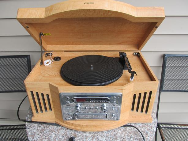 Curtis record player / radio/ cd player