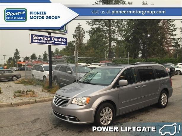 2013 Chrysler Town & Country TOURING  -  Power Tailgate - $133.62 B/W