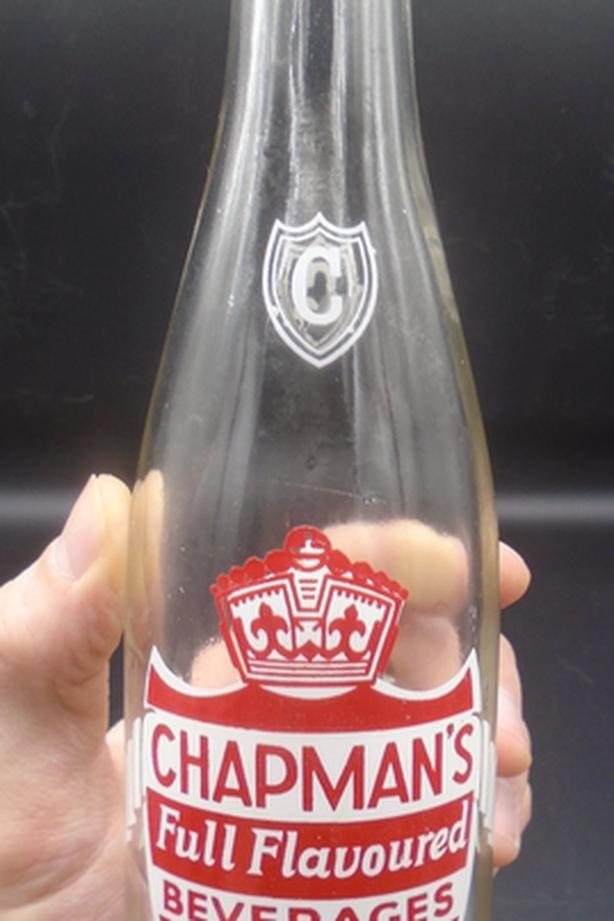 VINTAGE 1965's CHAPMAN'S BEVERAGES (8 OZ.) ACL SODA POP BOTTLE