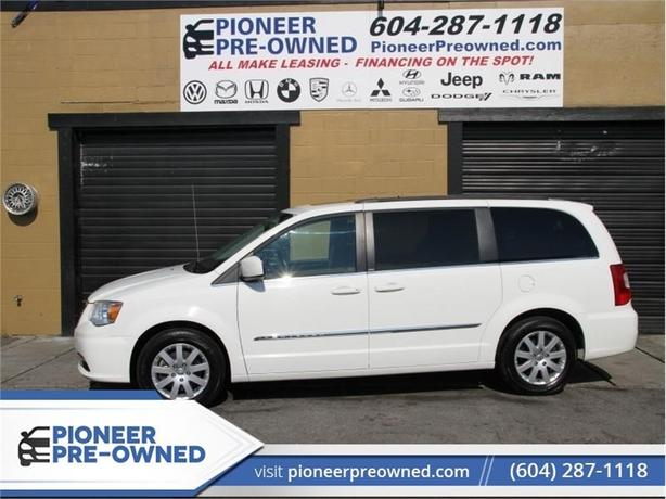 2013 Chrysler Town & Country UNKNOWN  -  Power Tailgate