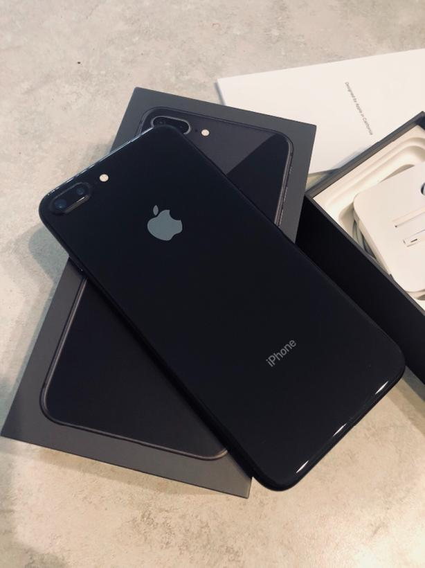 iphone 8 plus (Original - NOT refurbished) Looks New 64GB