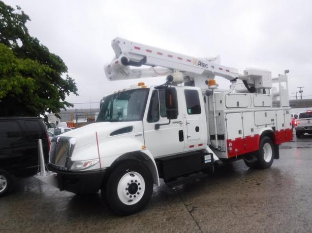 2008 International 4300 Durastar Diesel Bucket truck Air Brakes