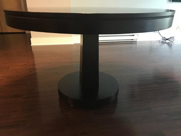 Round Solid Wood Pedestal Dining Room Table