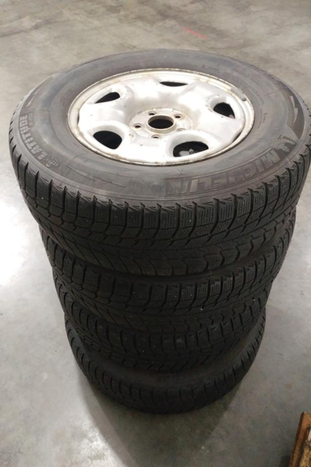 Set of 4 Michelin Latitude X-ICE tires on Honda Pilot/AcuraMDX rims