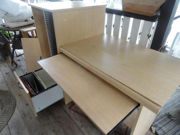 FREE: Office desk