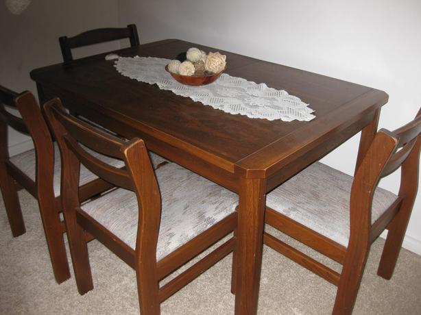 Dining Table W 4 Chairs With Matching Hutch And Dresser