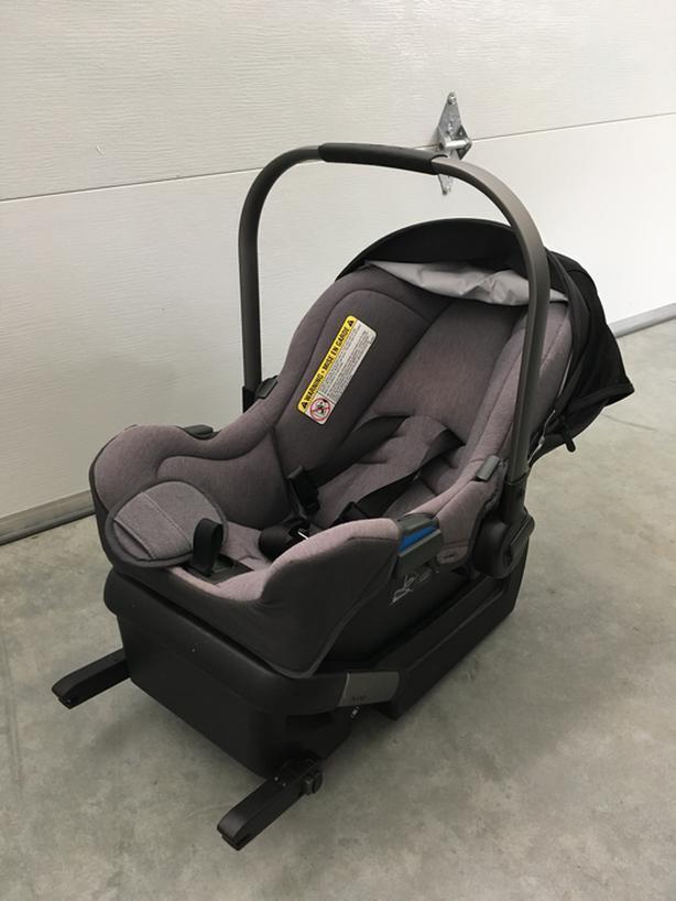 Nuna Pipa Infant Car Seat With Base