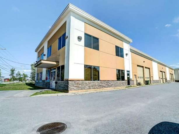 Modern commercial space for rent or sale in the Hull sector, Gatineau