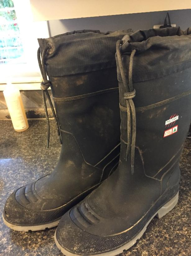983d6498f94d5  Log In needed  10 · mens winter boots size 8
