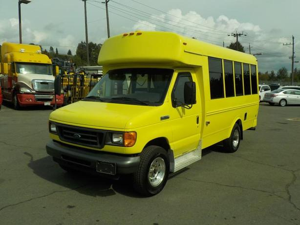 2006 Ford Econoline E-350 Super Duty 7 Passenger Bus Diesel with Wheelchair Acce