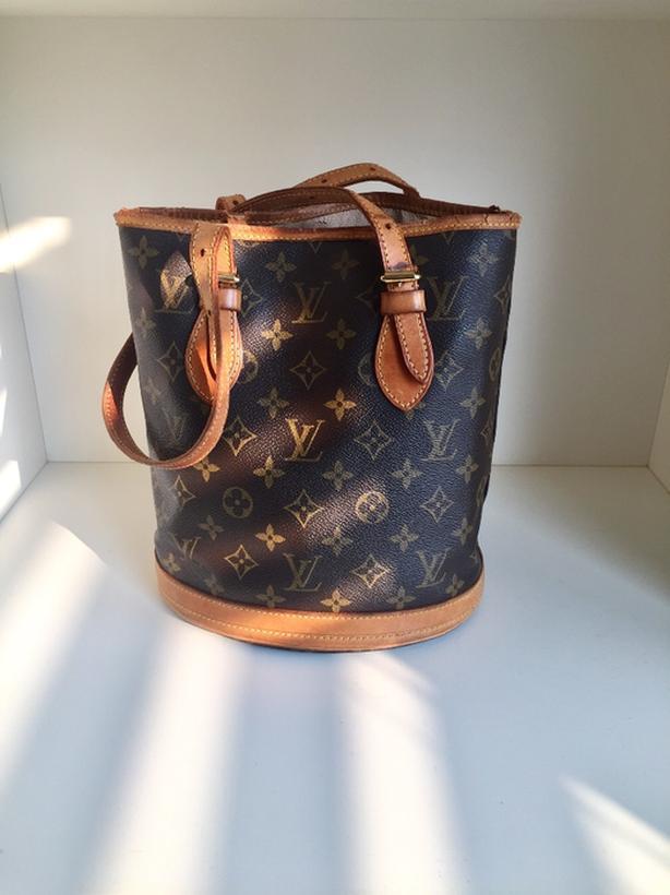 c379933bd2c4 Authentic Louis Vuitton Petit Monogram Bucket Purse retailed for  1100 USA