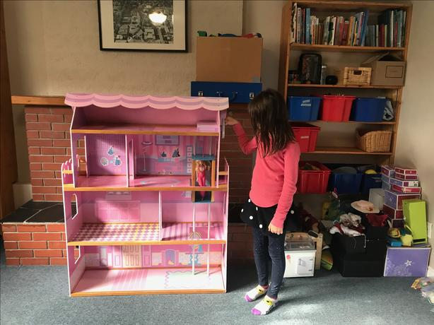 FREE: Large doll house with elevator Saanich, Victoria