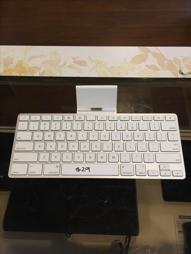 Apple iPad Keyboard Dock w/ Warranty!