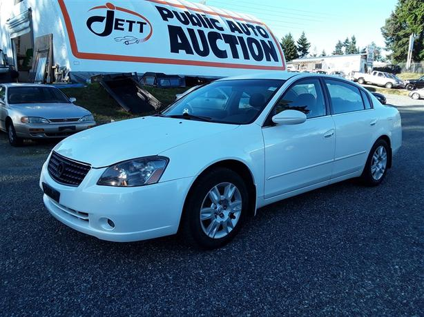 2005 Nissan Altima, 5 Seating Family Unit! Clean Loaded Interior!