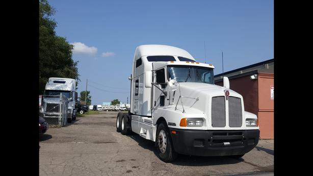 2005 KENWORTH T-600 SLEEPER NO DPF