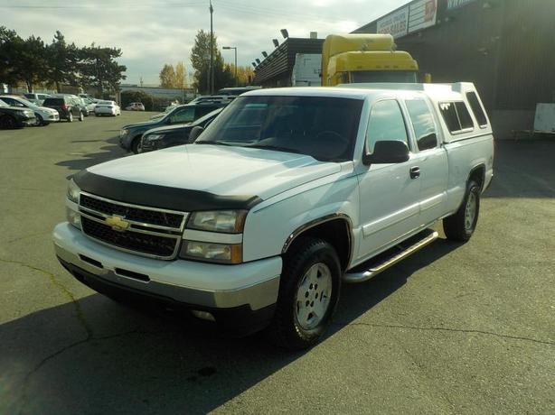 2007 Chevrolet Silverado Classic 1500 LS Extended Cab Regular Box 4WD w/ Canopy