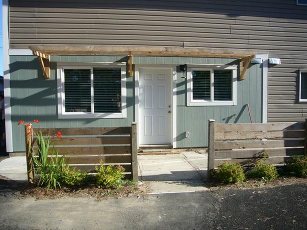 Adult Patio 4plex Duncan VIU  2bd+office  Available.