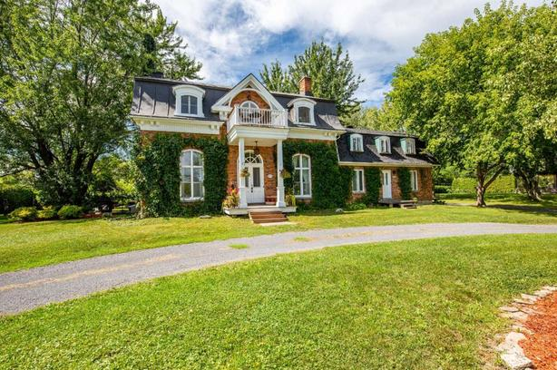 Magnificent historic house + complete apartment in St-Jean-sur-Richelieu