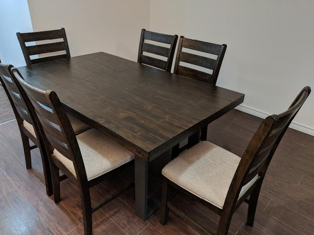 7 piece Dining Set-  Hardwood. Exceptional condition!