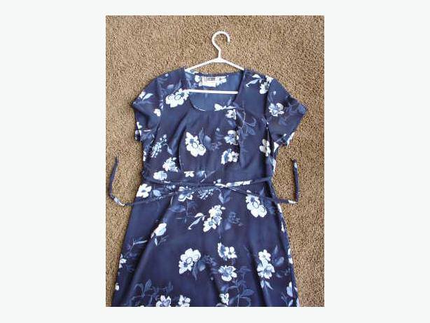 Women's Dark Blue Floral Dress - Size 7